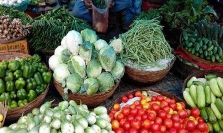 अब नहीं ले सकेंगे मनमाना रेट सब्जी विक्रेता प्रशासन ने जारी की रेट लिस्ट।