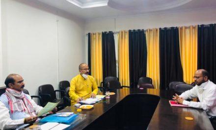 सांसद अजय ने रोजगार सृजन करने और मोदी के आत्मनिर्भर भारत के सपने को साकार करने हेतु अधिकारियों के साथ करी बैठक।
