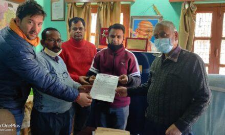 जिला मिष्ठान विक्रेता संघ अल्मोड़ा का बाहरी व्यक्तियों द्वारा पेठे की मिठाई को बाजार में बेचने का किया विरोध, पालिका अध्यक्ष को दिया ज्ञापन।