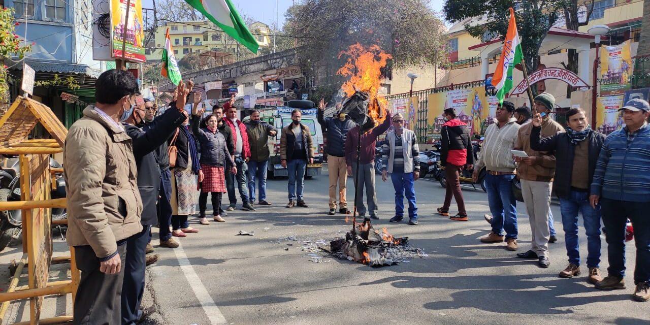 महंगाई के विरोध में फूंका कांग्रेसजनों ने भाजपा सरकार का पुतला