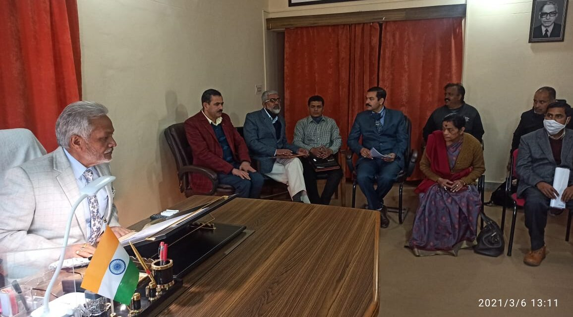 सोबन सिंह जीना विश्वविद्यालय, अल्मोड़ा में माननीय कुलपति प्रो0 नरेंद्र सिंह भंडारी की अध्यक्षता में परीक्षा समिति की बैठक आयोजित हुई। परीक्षाओं के संबंध में हुई बैठक