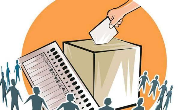 जिला बार एसोसिएशन के चुनाव जल्द कराने की मांग को ले कर अधिवक्ताओं ने अध्यक्ष को दिया ज्ञापन