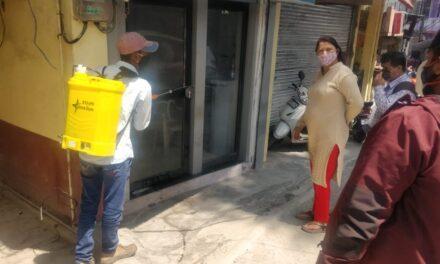 कोरोना के बढ़ते प्रकोप को देखते हुए रानीधारा मोहल्ला, साई कलौनी, क्षेत्र में प्रदेश मंत्री भा.ज.पा. महिला मोर्चा के नेतृत्व में सैनेटाईगर करवाया गया