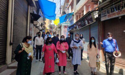केंद्र सरकार के 7 वर्ष पूर्ण होने पर भाजपा नगर मंडल ने जन जागरूकता अभियान में बाटे मास्क सेनिटाइजर