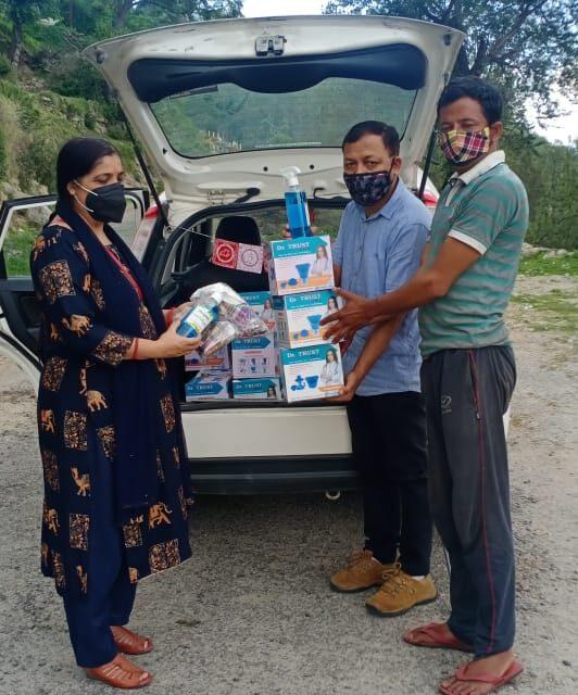 शोभा और प्रकाश ग्रामीण क्षेत्र में राष्ट्रीय जन सेवा समिति के माध्यम से कर रहे है लोगों की मदद