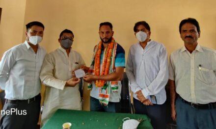 अल्मोड़ा छात्रसंघ के महासचिव नवीन कनवाल ने आज पूर्व विधायक मनोज तिवारी के नेतृत्व में कांग्रेस की सदस्यता ली