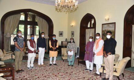 महामहीम राज्यपाल से अल्मोड़ा में एम्स खोलने के लिए मिले प्रदेश अध्यक्ष भाजयुमो कुंदन