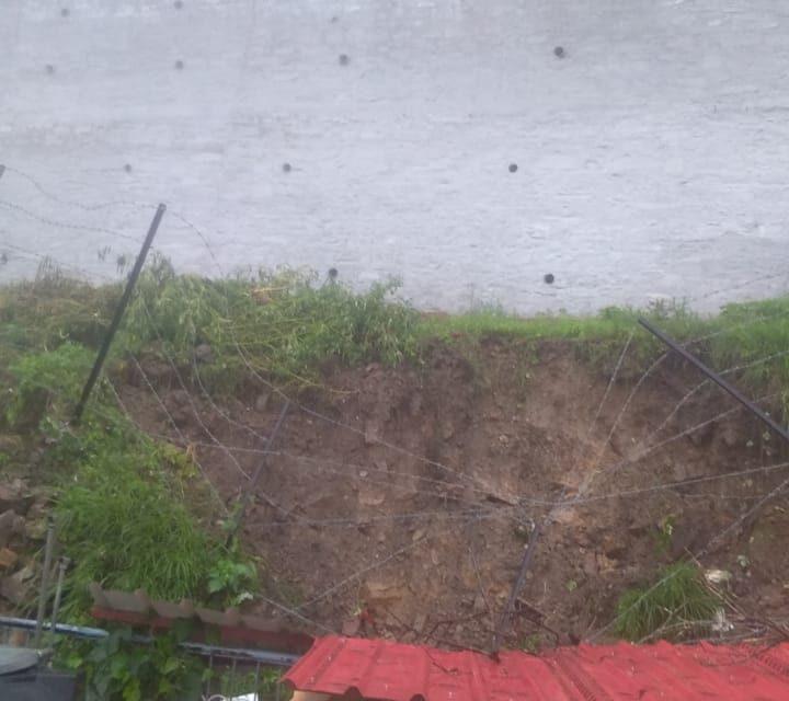 बार बार सूचना देने पर भी विभाग तो नहीं चेताया, पर बरसात के कहर ने दे दी दस्तक