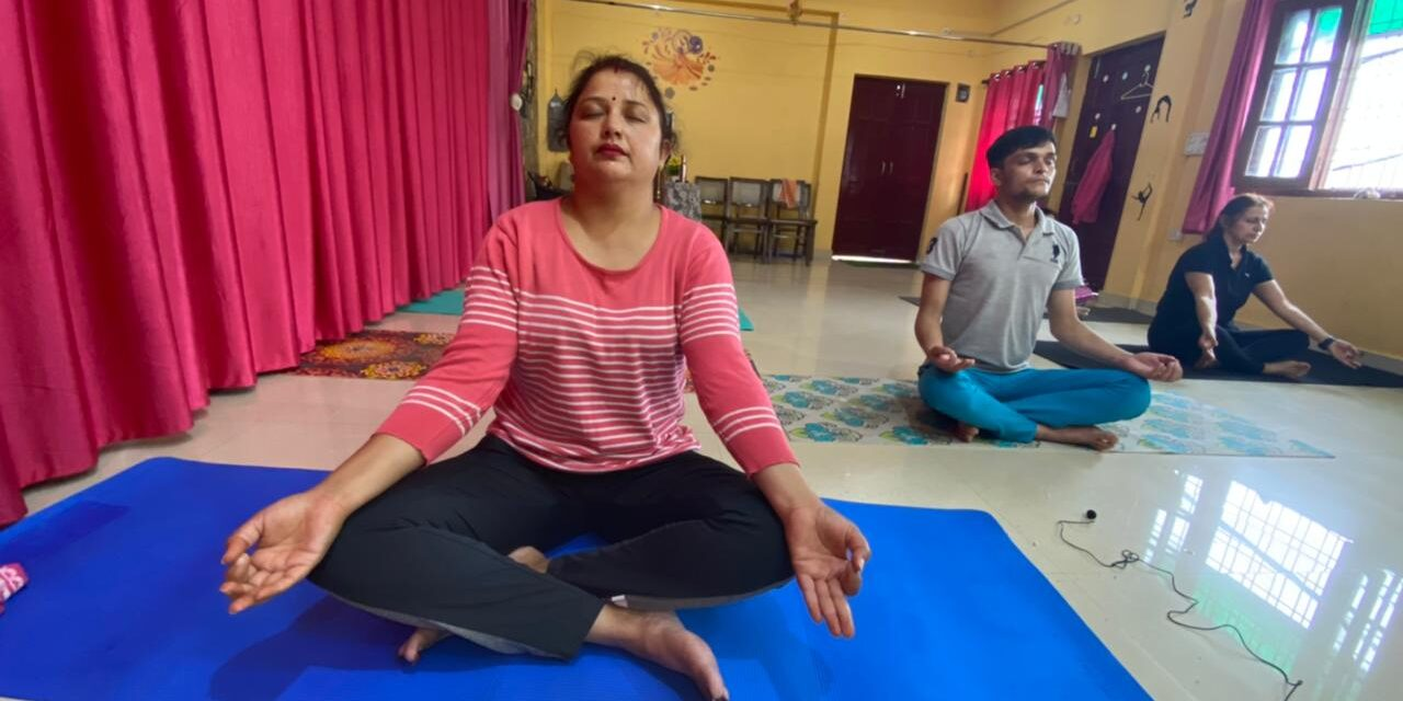 अंतरराष्ट्रीय योग दिवस में ऑनलाइन भाजपा महिला मोर्चा प्रदेश मंत्री किरन के नेतृत्व में किया गया योग प्रशिक्षण