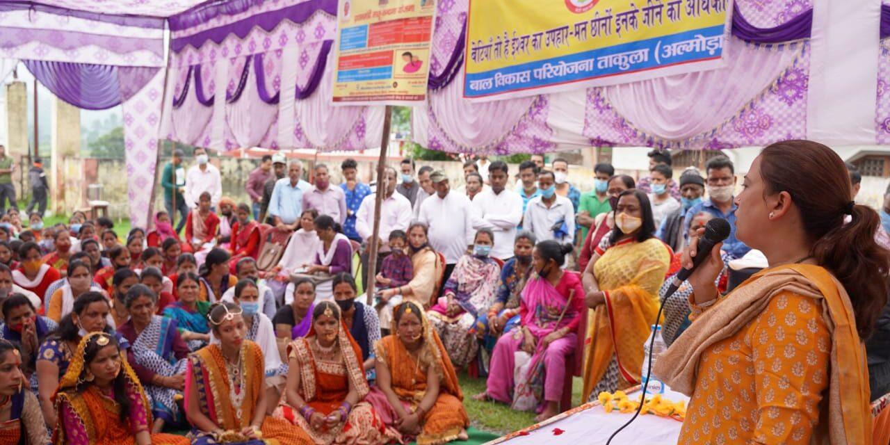 अमखोली में हुआ मुख्यमंत्री महा लक्ष्मी किट वितरण कार्यक्रम, कैबिनेट मंत्री रेखा आर्य ने विभिन्न विकास कार्य गिनाए, एक लाख 50 हज़ार रुपए से शिव मंदिर सौदर्यीकरण की घोषणा