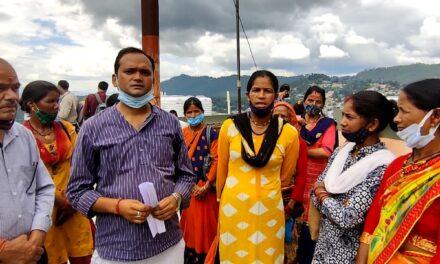 श्रम कार्डों के नवीनीकरण एवं महिलाओं के स्वयं सहायता समूहों को प्रशिक्षण से संबंधित रोजगार उपलब्ध करवाने के संबंध में धर्म निरपेक्ष युवा मंच के नेतृत्व में महिलाओं ने जिलाधिकारी को सौंपा ज्ञापन