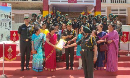 लदाख बोर्डर  पर  तैनात वीर सैनिक भाइयों के लिए  महिला कल्याण संस्था ने आर्मी के सिख रेजिमेंट को सोंपी राखियां