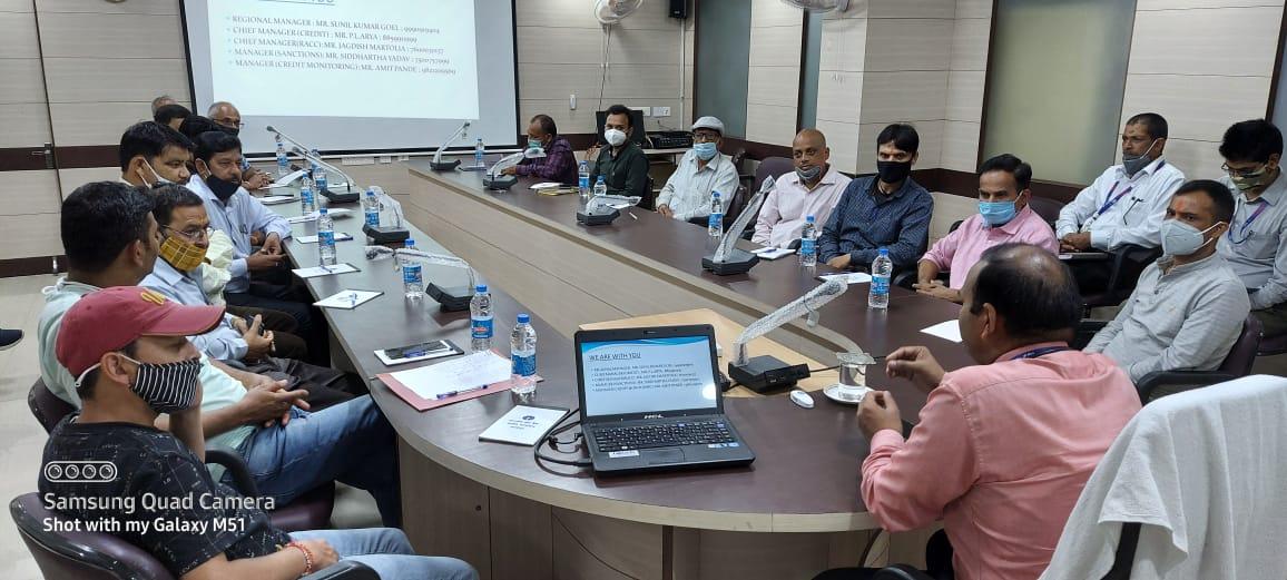 भारतीय स्टेट बैंक अल्मोड़ा ने आयोजित की एस० एम० ई० ग्राहकों की संगोष्ठी