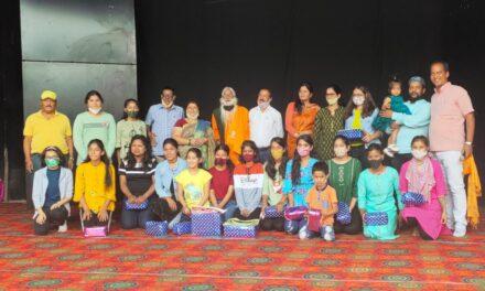 श्री लक्ष्मी भंडार हुक्का क्लब में मेहंदी प्रतियोगिता में एकता साह ने जीता प्रथम पुरुस्कार