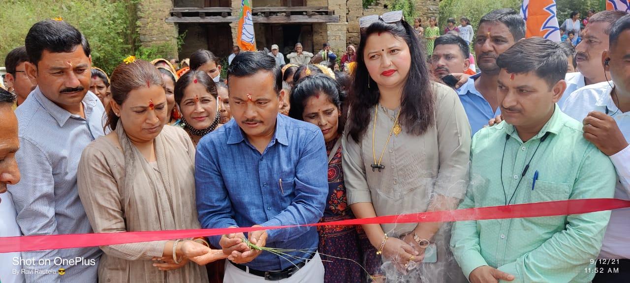 रेखा आर्य और रवि ने भाजपा के स्याहीदेवी मंडल कार्यालय का किया उद्घाटन